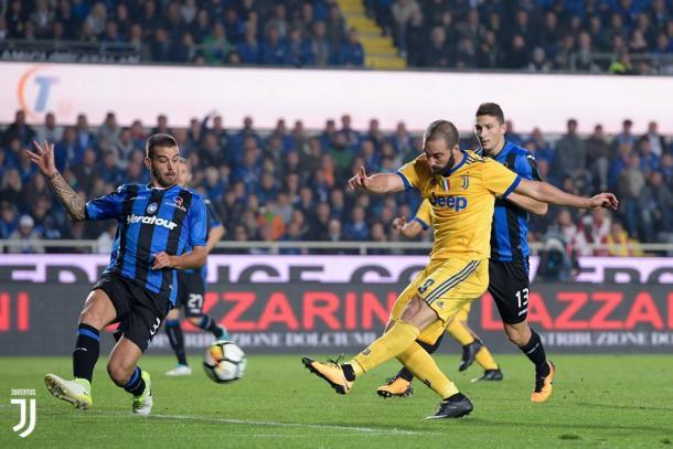 Higuain in azione contro l'Atalanta. Foto: Twitter JuventusFC