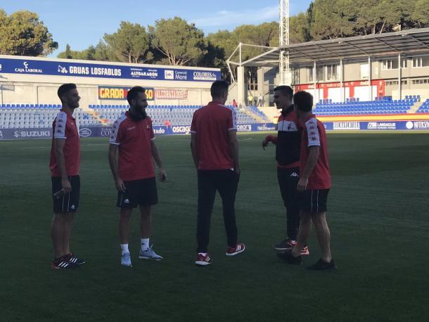 Los jugadores del Reus a la llegada al estadio El Alcoraz | Foto: Twitter @cfreusdeportiu