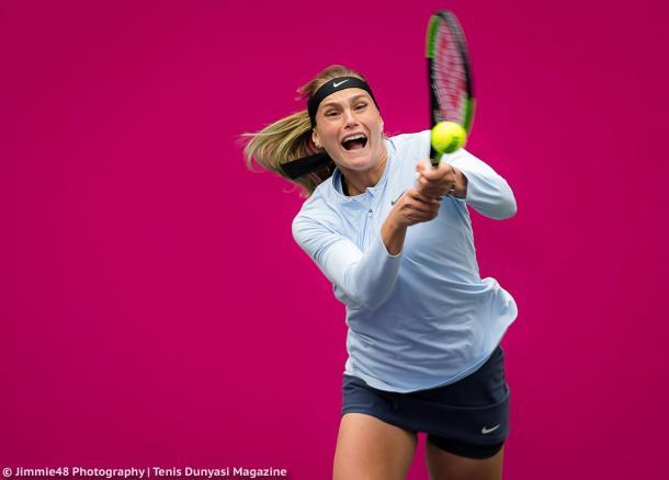 Sabalenka hits a backhand at the Tianjin Open | Photo: Jimmie48 Tennis Photography