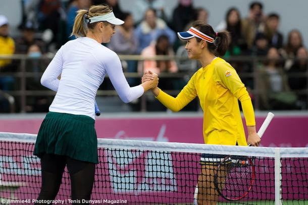 Maria Sharapova and Peng Shuai meets for a warm handshake at the net after the match | Photo: Jimmie48 Tennis Photography