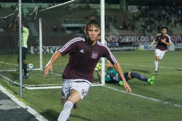 José Bández celebra el cuarto gol del Carabobo FC / Foto: Prensa Carabobo FC