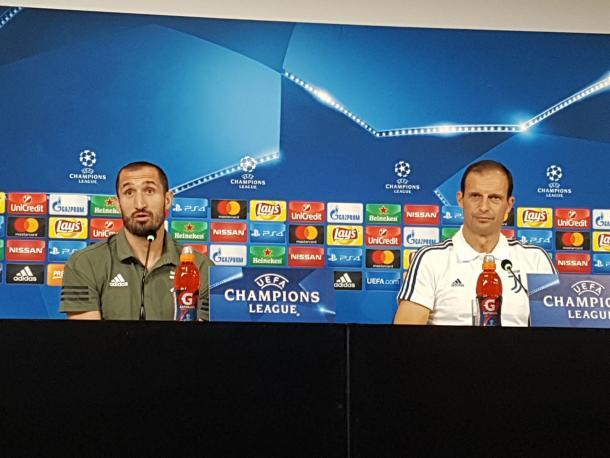 Maximiliano Allegri en rueda de prensa junto a Chiellini / Foto: Juventus FC