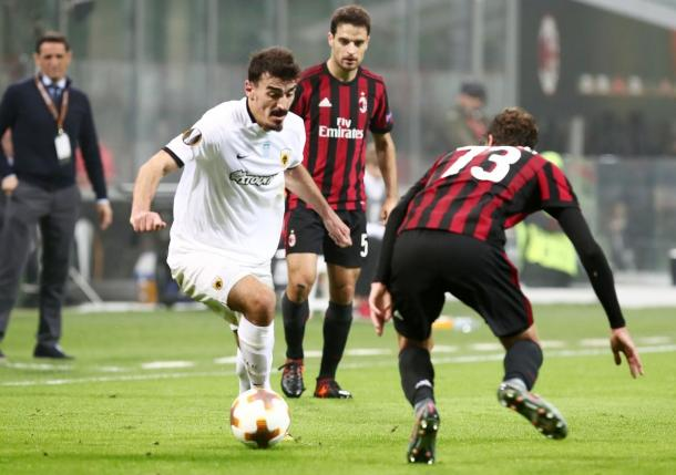 Christodoulopoulos contro Locatelli   Twitter @aek_fc_official