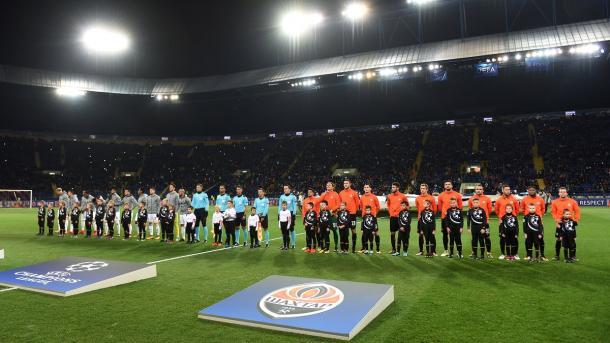 Le due squadre durante l'inno della Champions   Photo: Twitter @FCShaktar