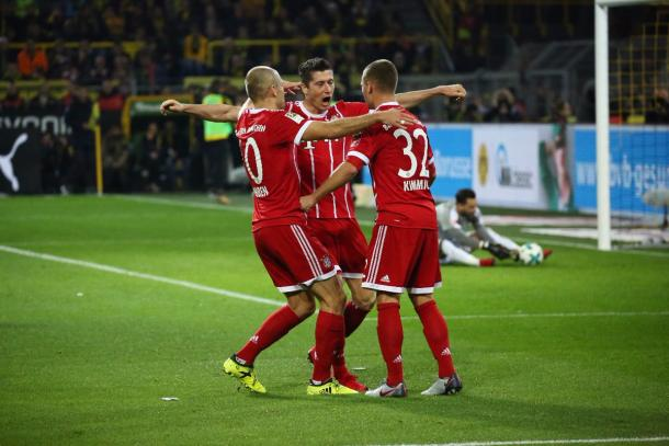 Los jugadores del Bayern celebran el gol de Lewandowski. | Foto: Bayern de Múnich