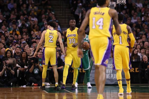 Randle melhorou o time dos Lakers ofensivamente (Foto: Divulgação/NBA)