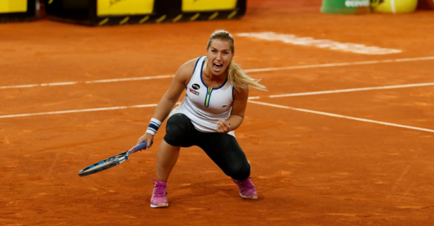 Dominika Cibulkova celebrates after defeating Agnieszka Radwanska at the 2016 Mutua Madrid Open. | Photo: Mutua Madrid Open