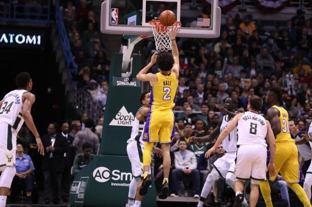 Lonzo Ball fez o triplo-duplo mais jovem da história da NBA (Foto: Divulgação/NBA)