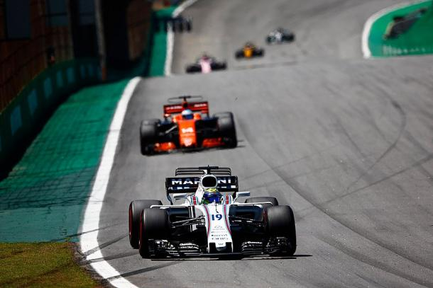 Massa adelantaba a Alonso en la relanzada / Fuente: @WilliamsRacing