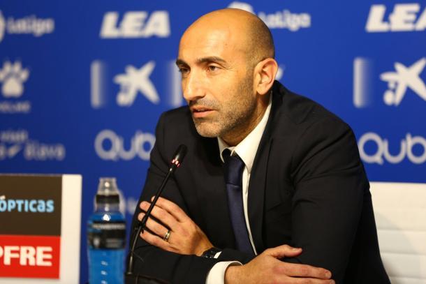 Pitu Abelardo, en un momento de la rueda de prensa de presentación como entrenador. Fuente: deportivoalaves.com
