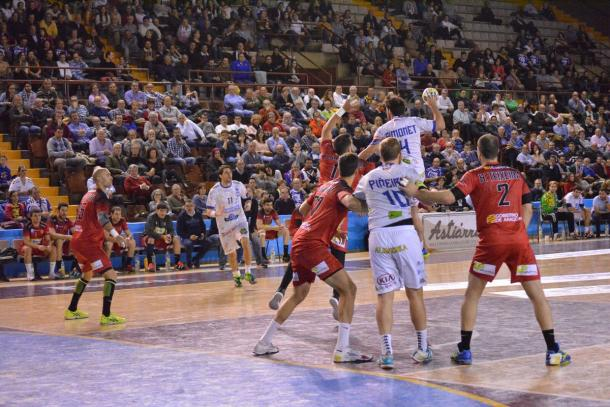Simonet lanza a porteria. Foto: Aemar de León
