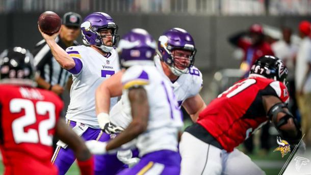 Case Keenum se dispone a lanzar. Fuente: Minnesota Vikings
