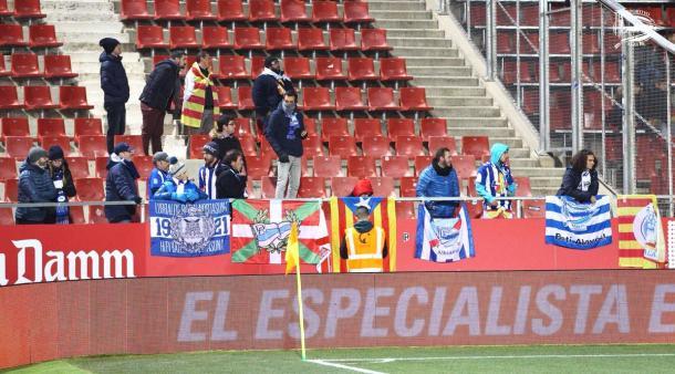 Valientes aficionados que se han desplazado hasta Girona. Fuente: deportivoalaves.com