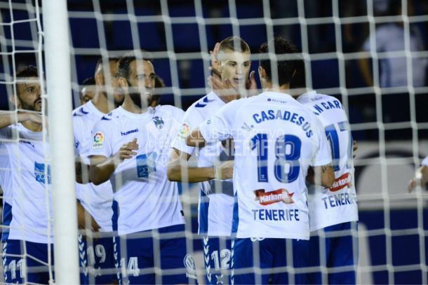 Longo, celebrando su primer gol con Casadesús | Foto: CD Tenerife