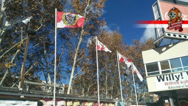 Las banderas ya lucen en el fondo. Fotografía Bukaneros ( @Bukaneros92)