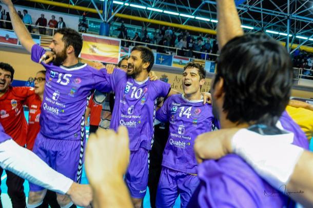 Los alcarreños celebran su clasificación para la Copa Asobal. Foto: BM Guadalajara.