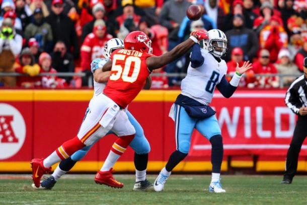 Justin Houston was all over the Titans in the first half | Source: Dilip Vishwanat-Getty Images