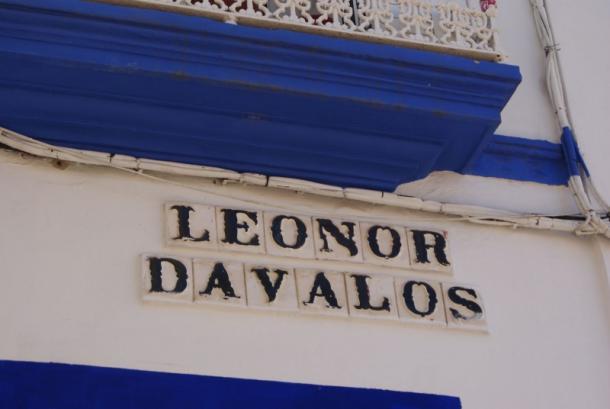 Calle de Sevilla que recuerda la memoria de Leonor Dávalos.     Fuente: Leyendasdesevilla