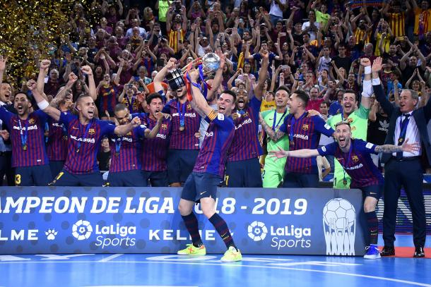 Los azulgranas, festejando el título de campeón de Liga | Foto: Noelia Déniz