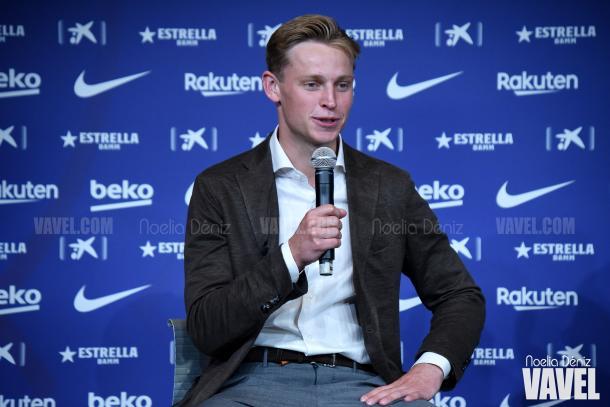 El nuevo jugador del FC Barcelona, respondiendo a las preguntas de la prensa | Foto: Noelia Déniz - VAVEL
