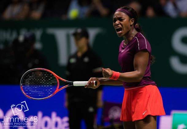 Sloane Stephens reacts to winning the second set against Karolina Pliskova (J48Tennis)