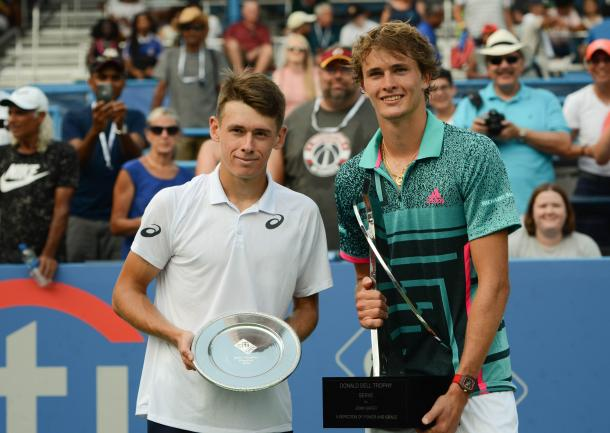 Zverev and de Minaur pose with their respective trophies (Noel Alberto/VAVEL USA)