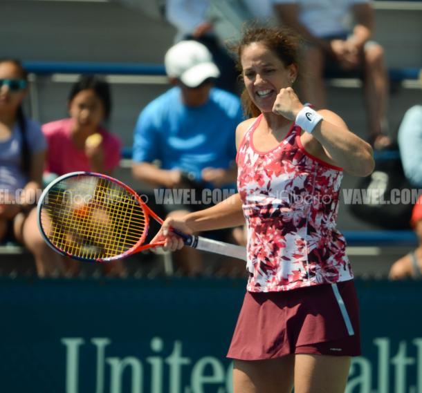 Patty Schnyder celebrates her win (Noel Alberto/VAVEL USA)