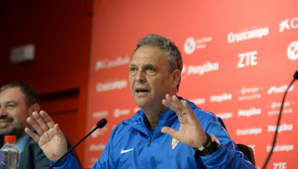 Joaquín Caparros en rueda de prensa   Foto: Sevilla FC