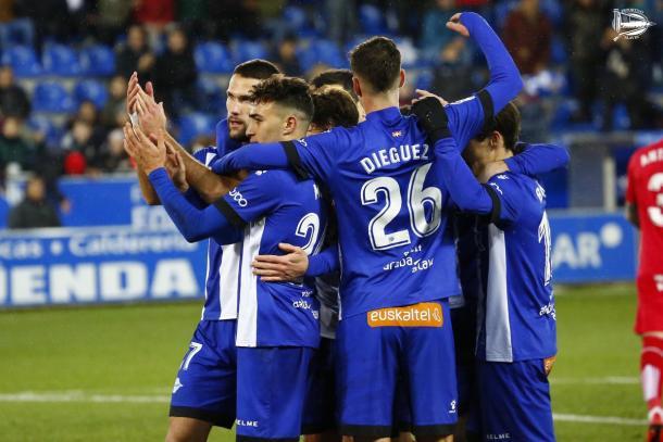 Jugadores del Alavés, celebrando un gol. Fuente: deportivoalaves.com