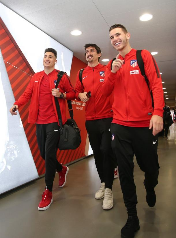Así de sonrientes llegaban Giménez, Savic y Lucas.   FOTO: ATM