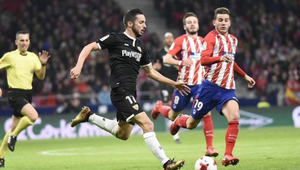 Sarabia marchándose de Lucas en el partido de Copa / Sevilla FC