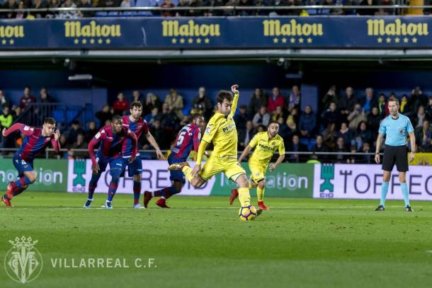 Trigueros en la ejecución del penalti | Villarreal CF