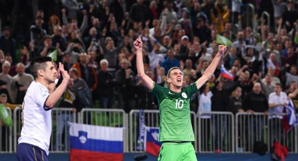 Fetic celebra con Calderolli al lado protestando una jugada   Foto: UEFA