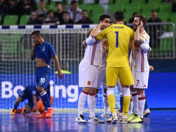 Los jugadores españolas celebran el tanto ante Azerbaiyán   Foto: UEFA