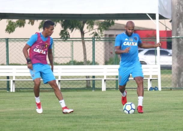 Já regularizado, Fellipe está à disposição para fazer a estreia pelo Leão (Foto: Williams Aguiar/Sport)