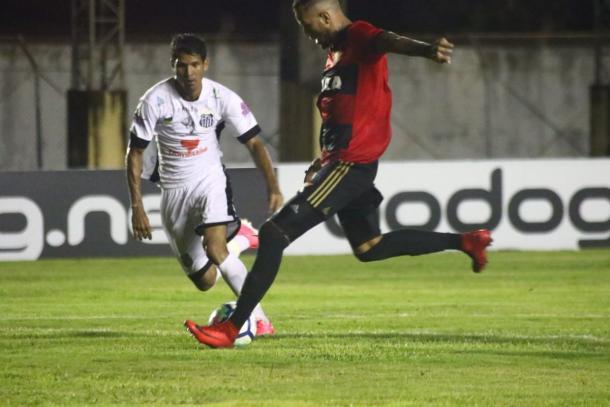 Leandro marca gol solitário e garante classificação ao Leão na competição (Foto: Williams Aguiar/Sport)