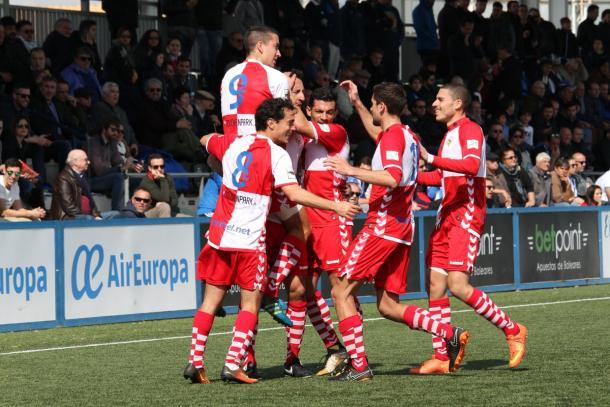 Los jugadores del Sabadell celebrando un tanto   Foto: Sendy Dihor - CE Sabadell