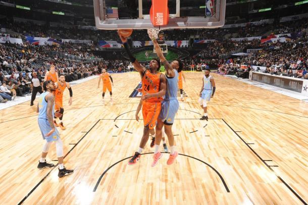 Buddy Hield foi o cestinha do Time Mundo com 29 pontos (Foto: Divulgação/NBA)