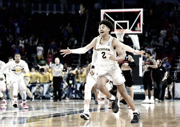 Jordan Poole garantiu a classificação de Michigan com cesta incrível no estouro do cronômetro (Foto: Divulgação/NCAA)
