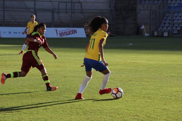 Atacante Emily marcou o terceiro gol brasileiro na vitória (Foto: Divulgação/Secretaria de Esportes de San Juan)