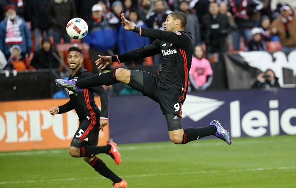 Alvaro Saborio (right) of D.C. United shoots the ball against the Colorado Rapids in the second half at RFK Stadium | Rob Carr - Getty Images