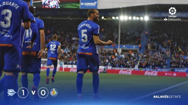 El equipo celebra el primer tanto alavesista frente al Getafe. Fuente: LaLiga