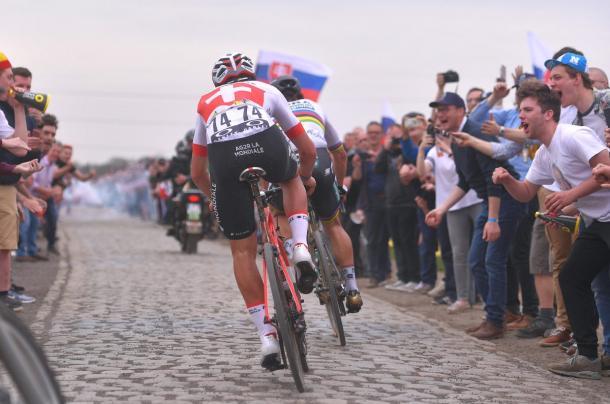 Sagan y Dillier rodando en solitario por los pavés.