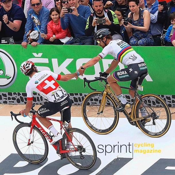 Sagan felicita a Dillier por su gran carrera. Gran gesto el del campeón del mundo.