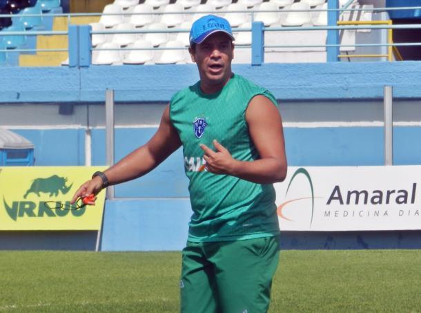 Dado promoveu treino tático na Curuzu e esboçou possível equipe titular (Foto: Ronaldo Santos/Paysandu)
