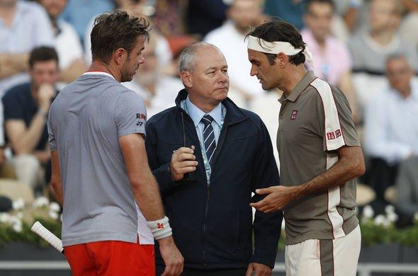 Federer y Wawrinka en el momento de la suspensión  Foto: Daily Express