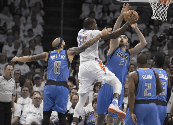 Dallas kept Durant and the OKC offense in check throughout Game 2 | Photo: J Pat Carter/Getty Images