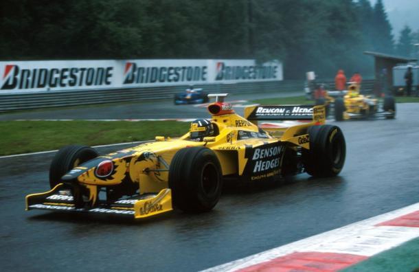 Damon Hill liderando la carrera | Foto: diariomotor.com