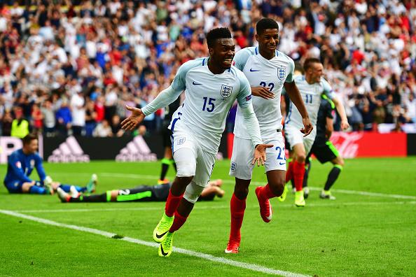 Sturridge celebra gol da vitória inglesa já nos acréscimos | Foto: Dan Mullan/Getty Images