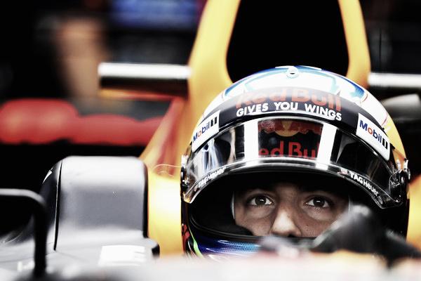 Ricciardo, concentrado en el box | Fuente: Getty